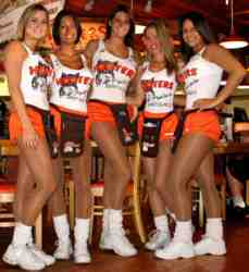 hooters-girls